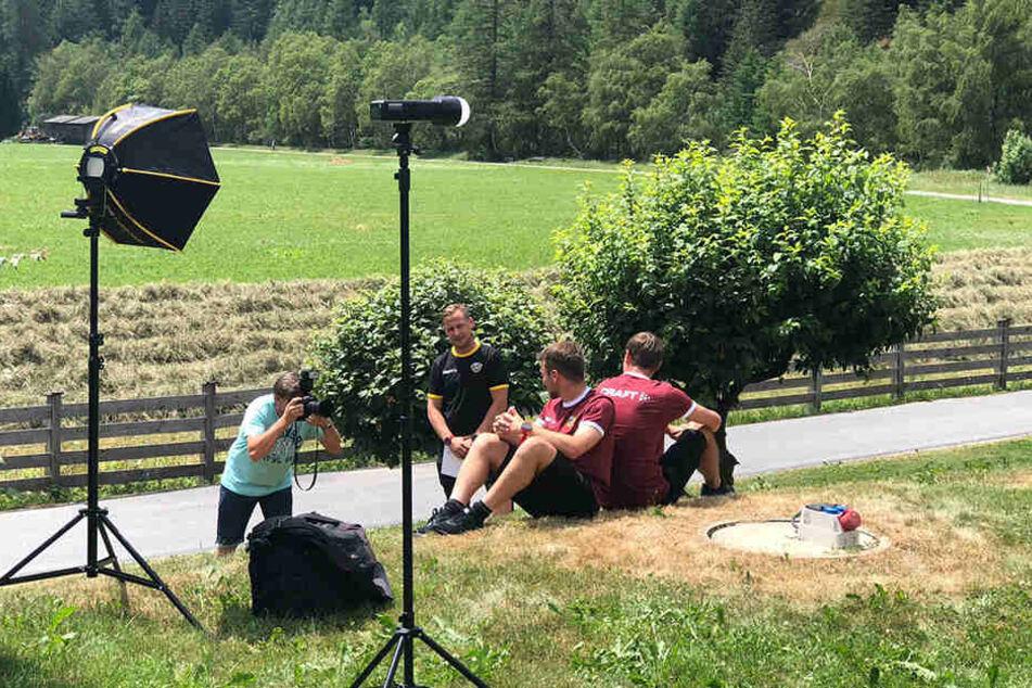 Foto vom Fotografen: Lutz Hentschel (l.) bei der Arbeit mit Chris und Justin Löwe.