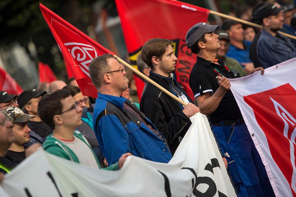 Mehrere hundert Mitarbeiter des Bombardier-Werk Görlitz beim Protest.