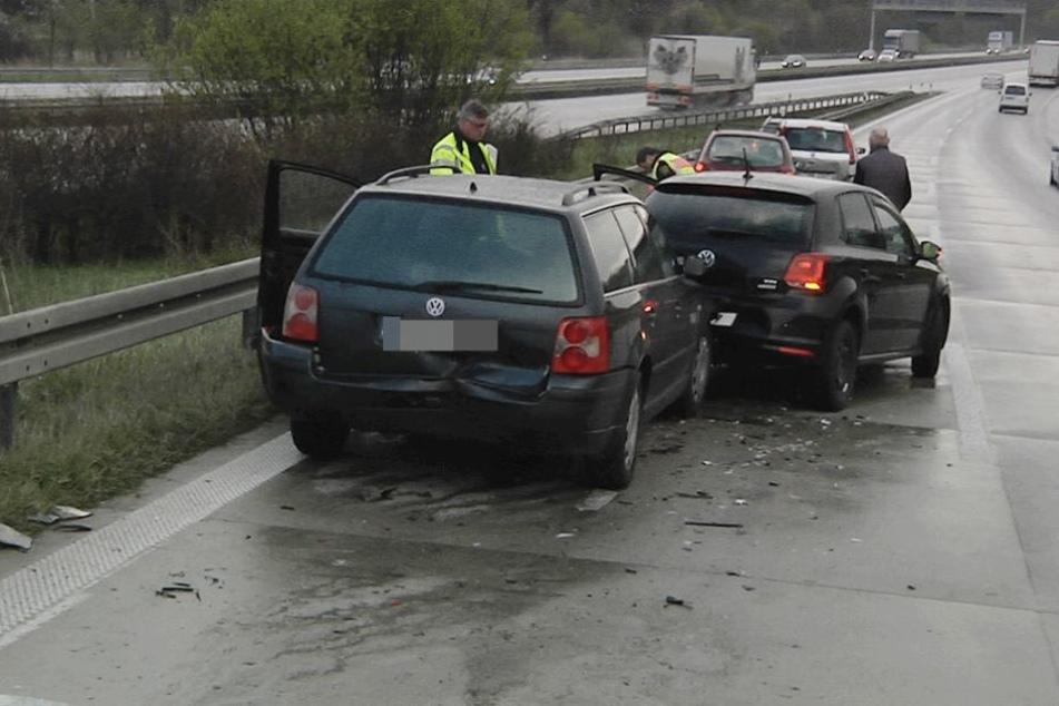 Acht Autos knallten auf der A4 aufeinander. Mehrere Personen wurden verletzt.