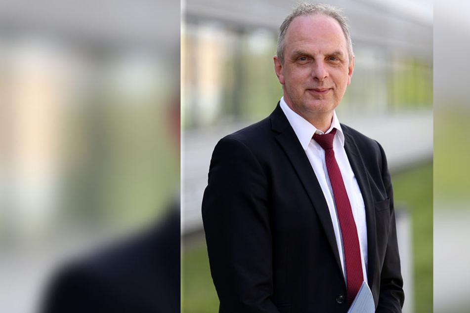 SPD-Stadtrat und Bundestagsabgeordneter Detlef Müller (54) hat jahrelang für den Streckenausbau nach Leipzig gekämpft.