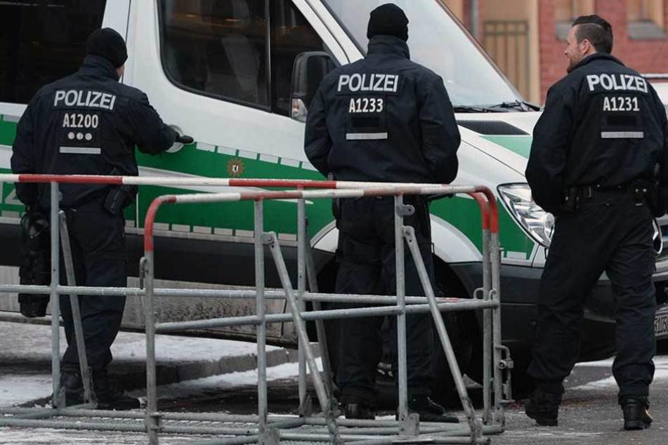 Polizisten führten in einer Wohnung in Forst eine Durchsuchung durch (Symbolfoto).
