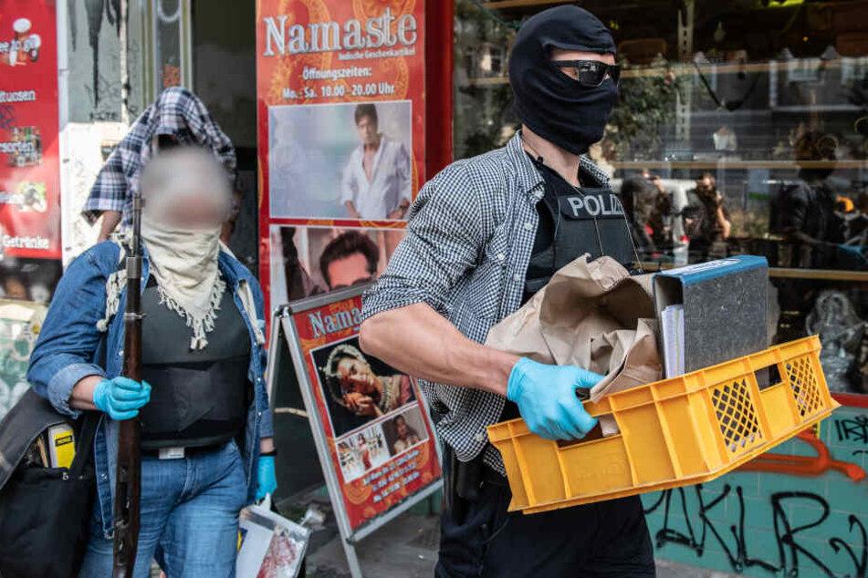 Die Berliner Polizei bei einer Razzia gegen eine arabischen Großfamilie im September 2018. (Symbolbild)
