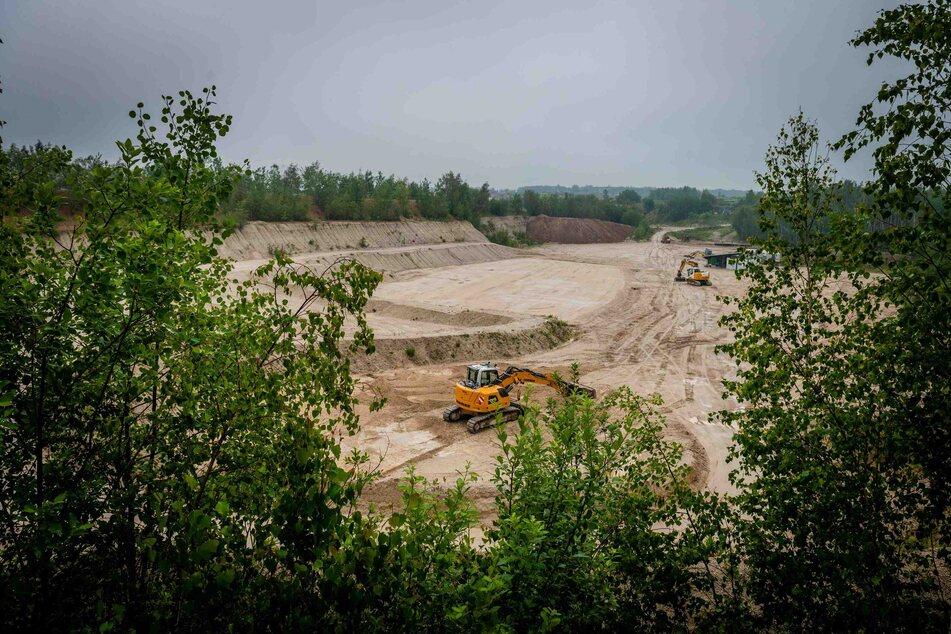 Die Kiesgrube: Hier wollen zwei Firmen Bauschutt, Schlacke, Schotter und Asbest abladen.