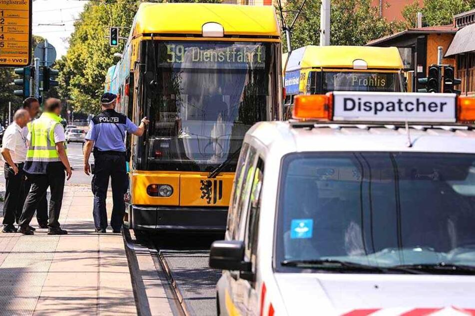 An der Unfallstelle kam es zu Verkehrsbehinderungen. Die Straßenbahn wurde umgeleitet.