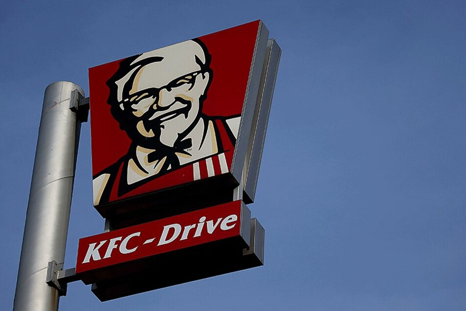 Mehrere KFC-Angestellte glaubten dem angeblichen Qualitätsmanager.