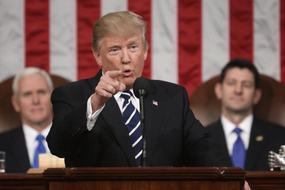 US-Präsident Donald Trump hat sich in seiner Rede vor dem Kongress an die Witwe eines im Jemen getöteten Soldaten gewandt.
