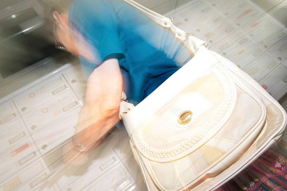 Einer Leipziger Rentnerin wurde die Handtasche entwendet (Symbolfoto).