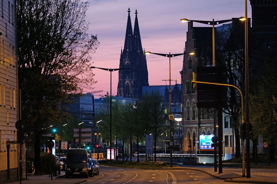 Auf der Kölner Rheinuferstraße möchten die Teilnehmer für einen sichereren und faireren Verkehr kämpfen.