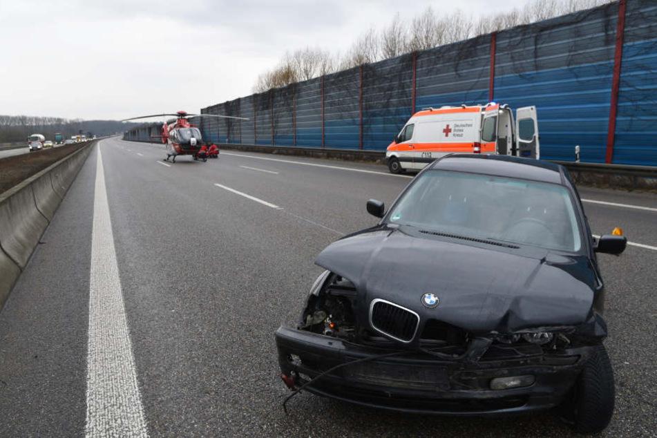 Offenbar wurde die Fahrerin dieses BMW schwer verletzt.