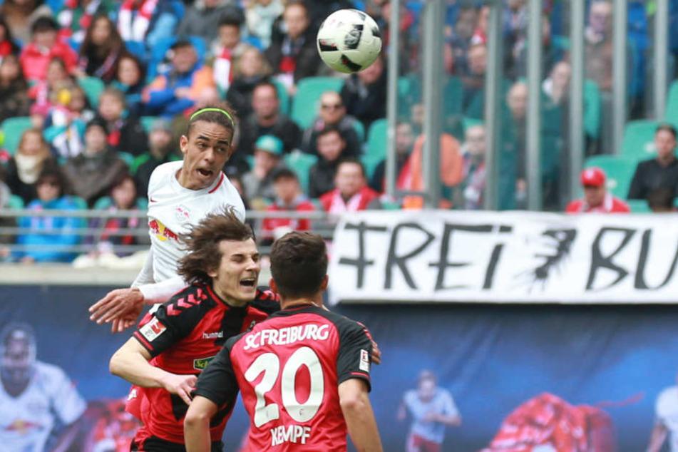 Dosenöffner in der Red Bull Arena: Yussuf Poulsen gewinnt das Kopfballduell gegen Söyüncü und trifft zum 1:0.