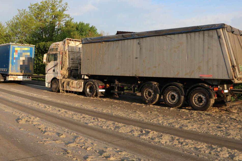 Igitt! Laster verteilt eklige Ladung auf der Autobahn