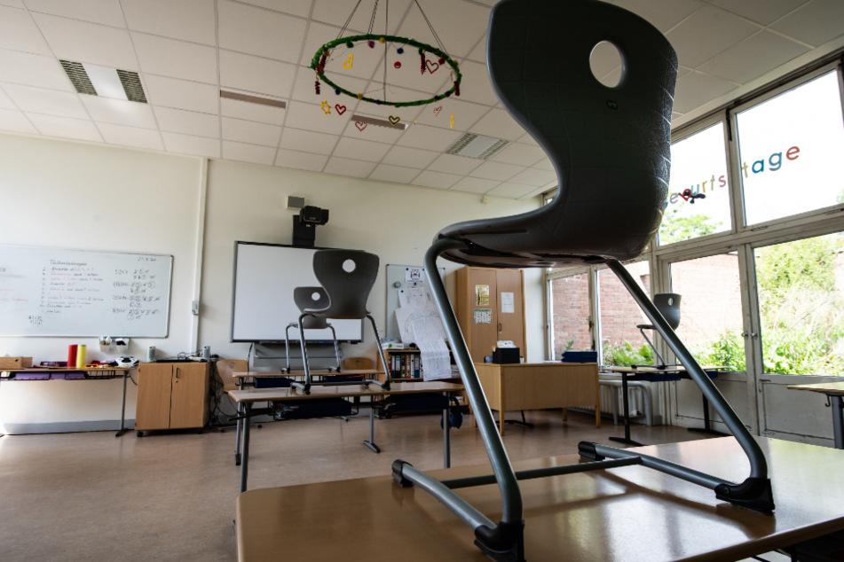 Mehrere Schulen in Schleswig-Holstein müssen wegen Corona schließen. (Symbolbild)