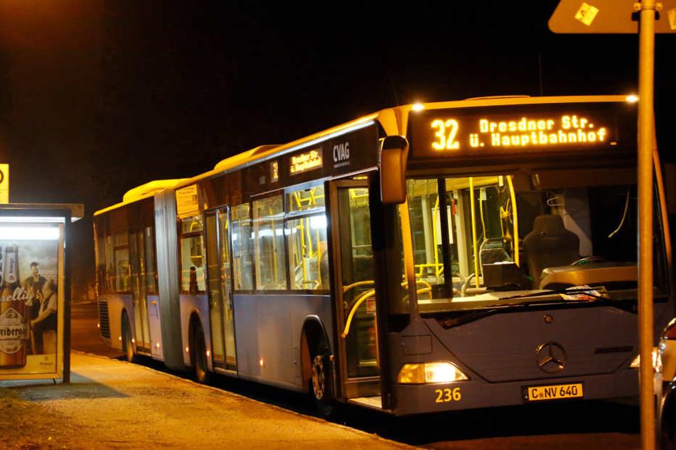 Ein Busfahrer wurde an der Endhaltestelle in Hilbersdorf überfallen. (Archivfoto)