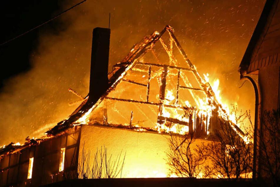 Das Gebäude stand komplett in Flammen.