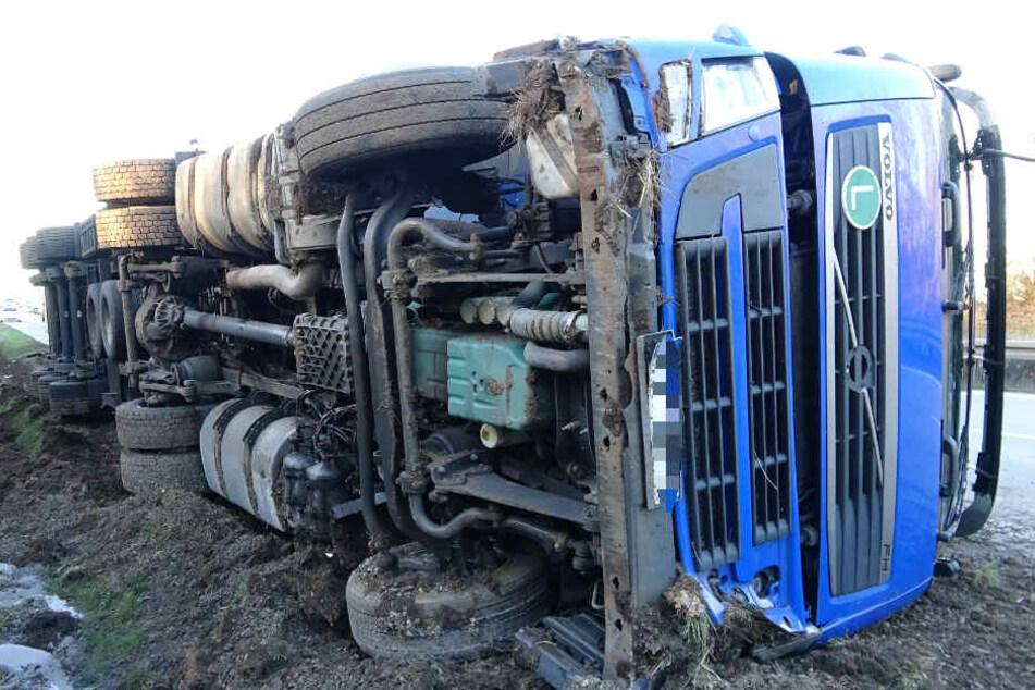 Auf der A14 ist am Montagmorgen ein Lkw umgekippt.