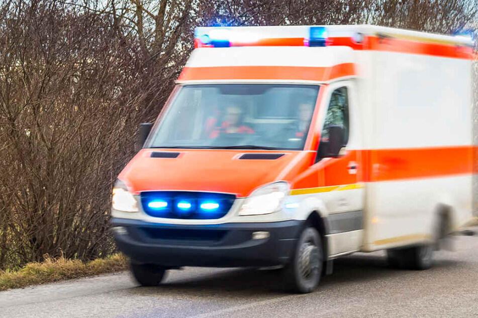Mit schweren Verletzungen kam der Mann in ein Krankenhaus. (Symbolbild)
