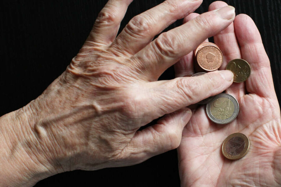 Wer im Alter auf Sozialhilfe angewiesen ist, hat wenig Geld zur Verfügung. (Symbolbild)