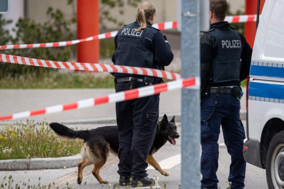 Die Polizei hat das Einkaufszentrum in Holzkirchen mit Hunden durchsucht.