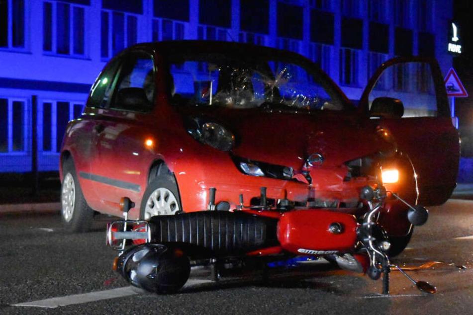 Unfall: Simson-Fahrer nach Zusammenprall mit Nissan schwer verletzt
