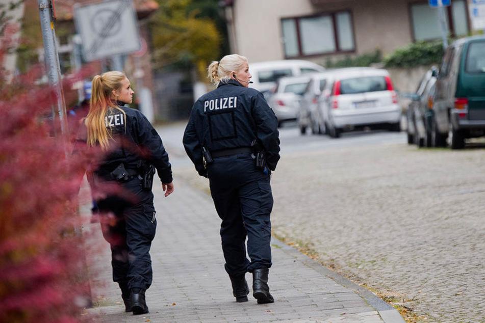In dieser Straße wurde die Frau an ein Auto gebunden und mitgeschleift.