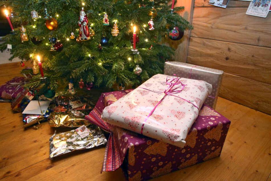Weihnachtsgeschenke: Jeder zweiter Bayern will Gutscheine unter den Baum legen.