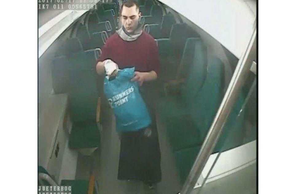Dieser Mann steht unter Verdacht, in einer Regionalbahn gezündelt zu haben.
