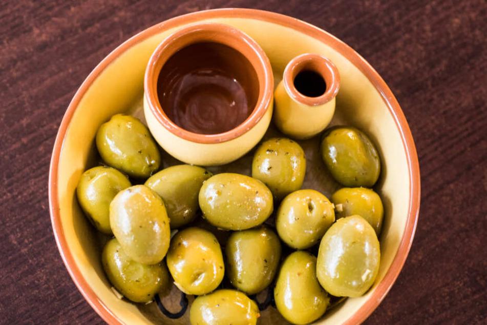 Die Oliven könnten verdorben sein. (Symbolbild)
