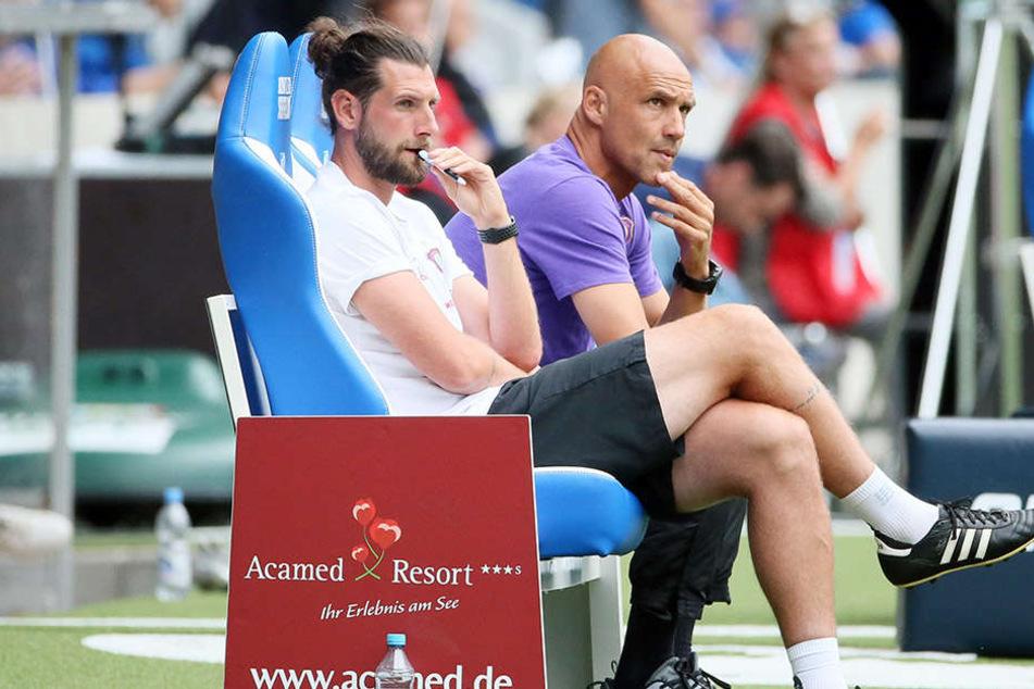Hinter Thomas Letsch (r.) war Robin Lenk nur 57 Tage Co-Trainer. Nach dem 0:2 im DFB-Pokal in Wiesbaden wurde Letsch entlassen.