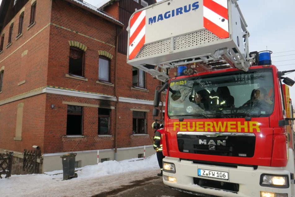 Das Feuer war in der Erdgeschosswohnung ausgebrochen.