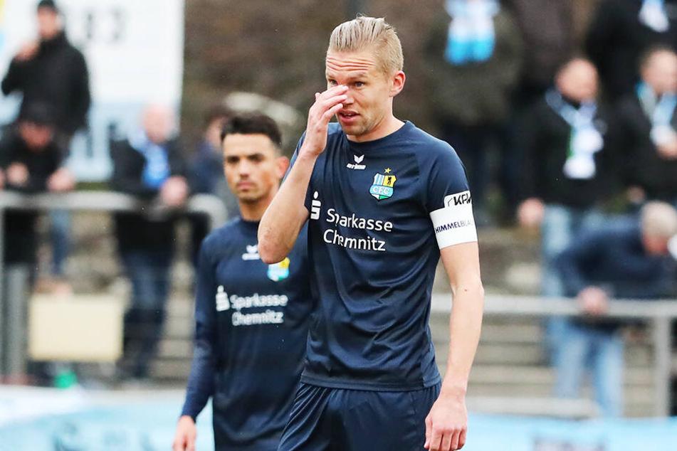 CFC-Kapitän Dennis Grote verließ das Berliner Poststadion wortlos.