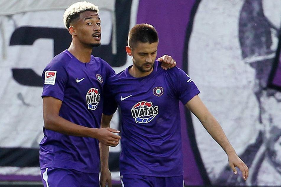Aues Joker Emmanuel Iyoha (l.) und Dimitrij Nazarov schossen den FCE zum Sieg gegen Kiel.