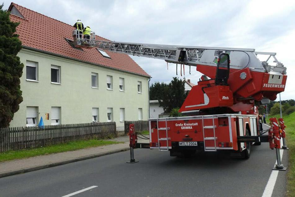 Schwelbrand in Zwischendecke: Mehrfamilienhaus in Grimma evakuiert