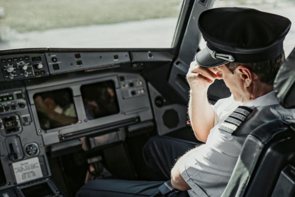 Todes-Drama! Copilot wird krank im Cockpit und stirbt nach Landung