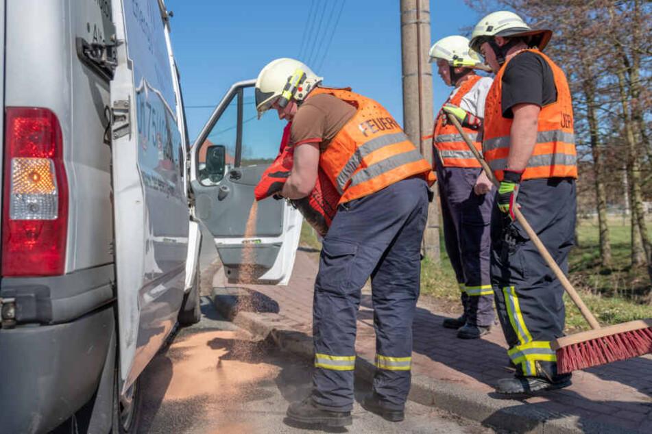 Beim ersten Einsatz musste eine Dieselspur beseitigt werden.