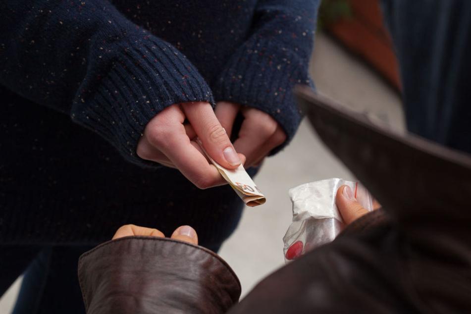 Die Drogendealer schlugen urplötzlich auf den Mann ein (Symbolbild).