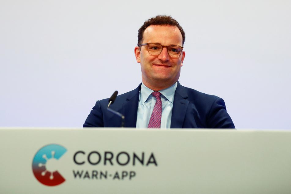 Bundesgesundheitsminister Jens Spahn (CDU) nimmt an der Präsentation der offiziellen Corona-Warn-App teil.
