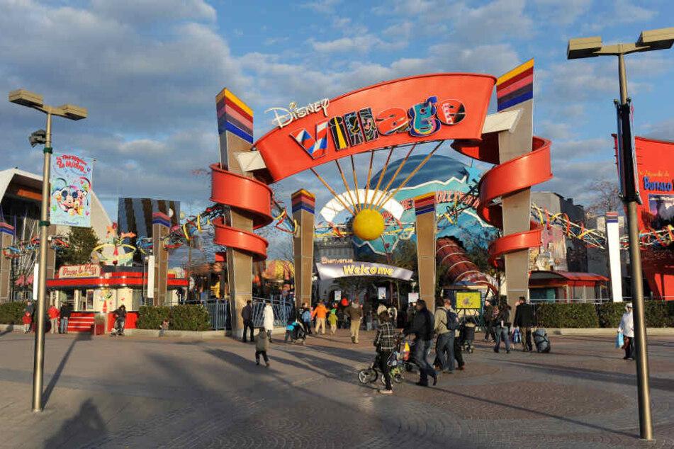 Der Eingang zum Disney Village, im Disneyland Resort Paris.