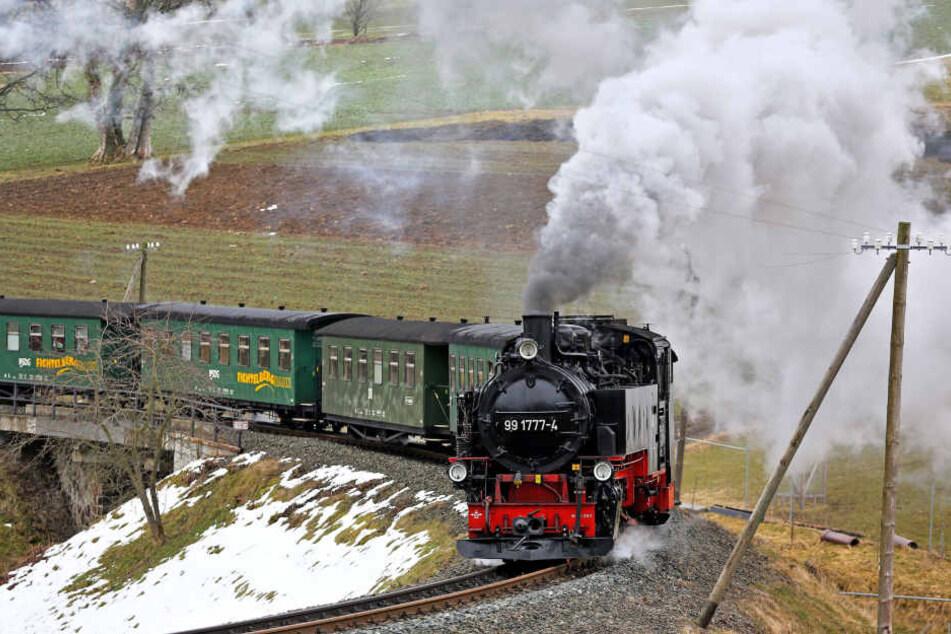 Rund eine viertel Million Passagiere im Jahr: Die Fichtelbergbahn dampft, und dampft, und dampft ....