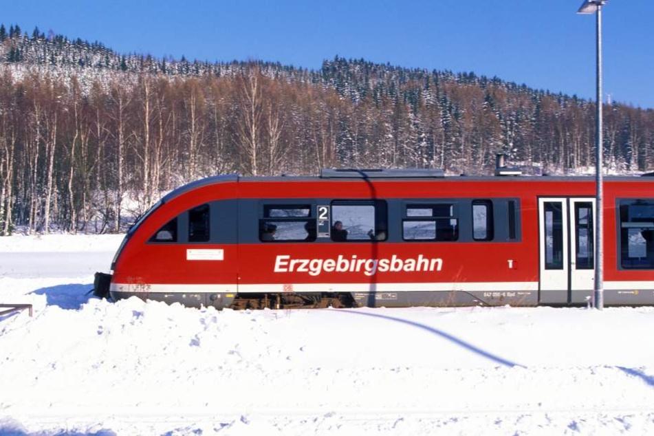 Der 28-jährige Deutsche war in dem Zug von Aue nach Chemnitz.