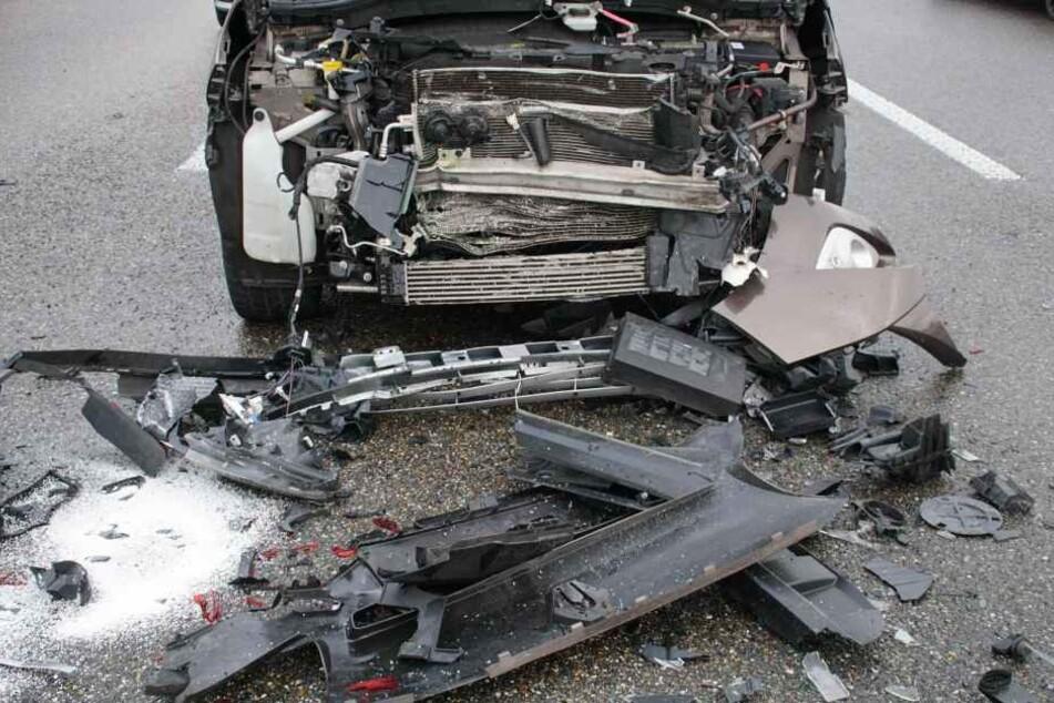 Drei Wagen waren in dem Unfall verwickelt. Die Fahrer kamen mit dem Schrecken davon.