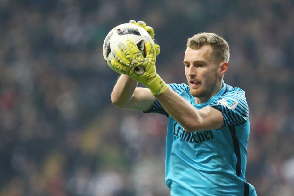 Eintracht Frankfurt und Keeper Hradecky vor Einigung