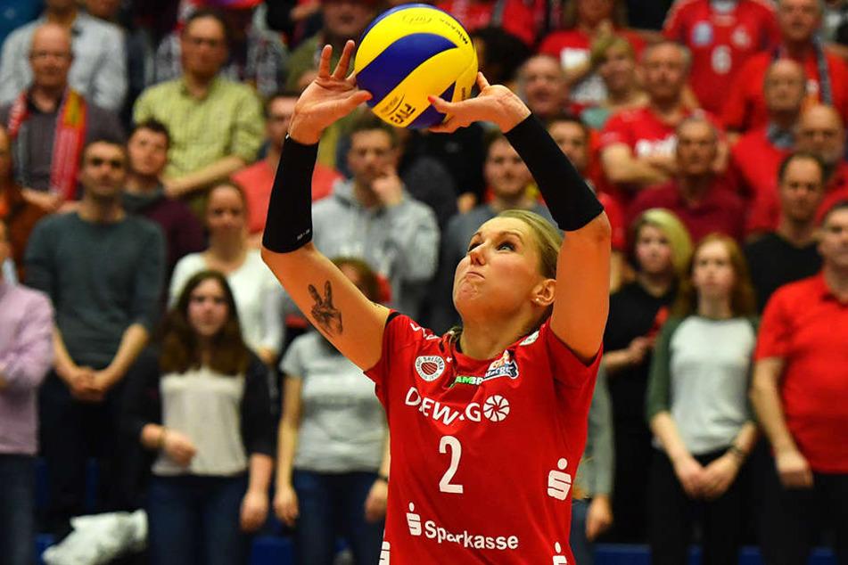 Mareen Apitz stellt den Ball zu. Sie soll langfristig an den Verein gebunden werden.