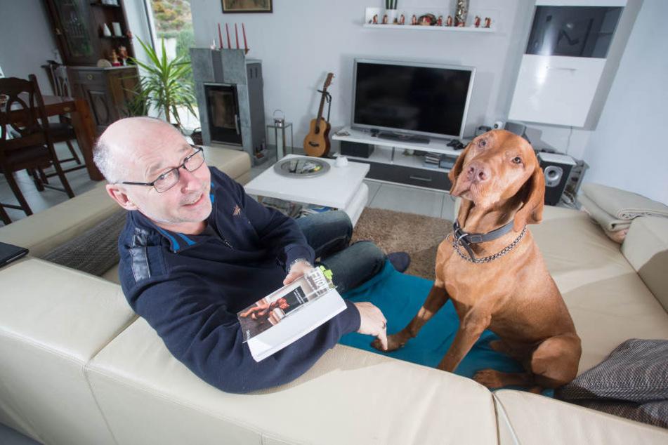 """Hundetrainer Olaf Ahlers (52) hat ein Buch über seinen Hund """"Filou"""" geschrieben - und über seine eigene Angst vor Hunden."""