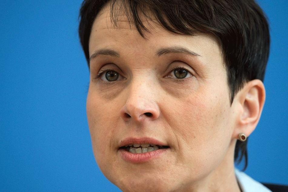 Frauke Petry (42, AfD) versteht wohl ihre eigene Partei nicht mehr richtig...