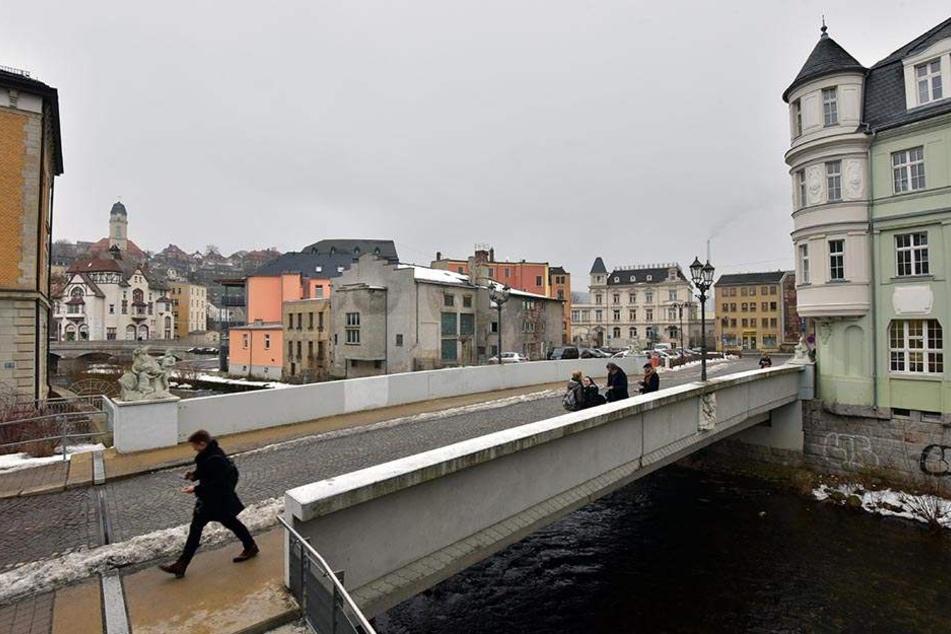 An dieser Brücke in Aue soll der Junge den Schneeball geworfen haben.