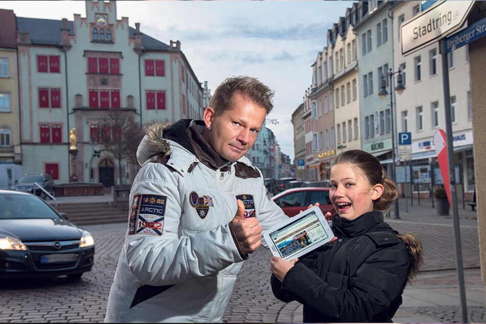 Patrick Freiherr von Ginsheim (42) und Tochter Leonie (11) können das kostenlose WLAN in Mittweida kaum erwarten.