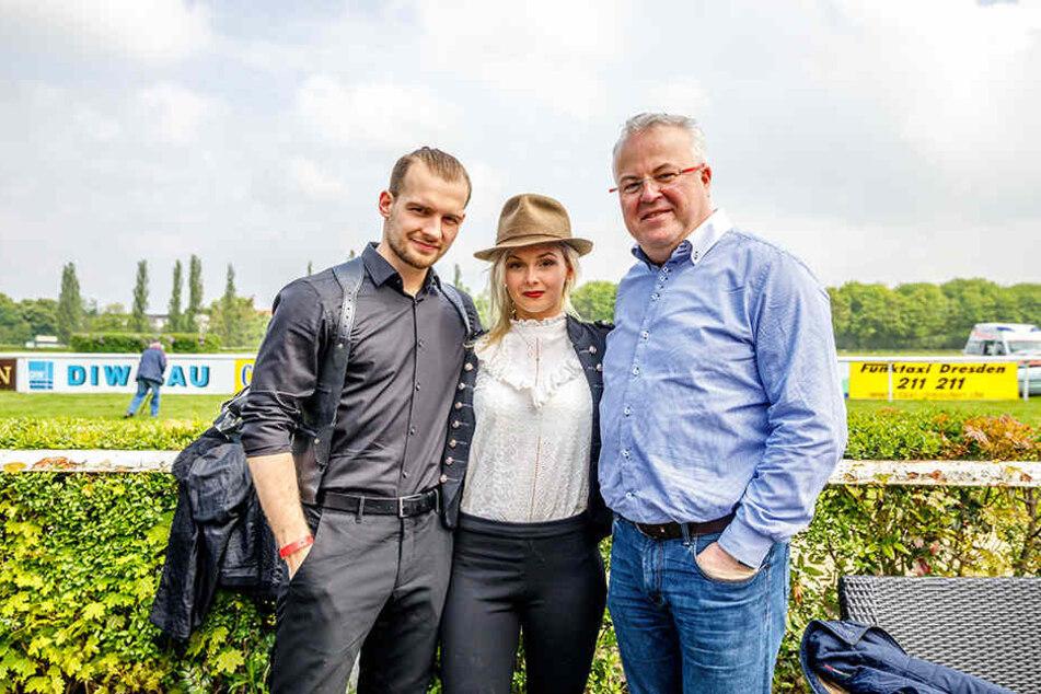 Event-Profi Frank Schröder (47) brachte zum Aufgalopp GZSZ-Star Eric Stehfest  (27) und dessen Frau Edith (21) mit.
