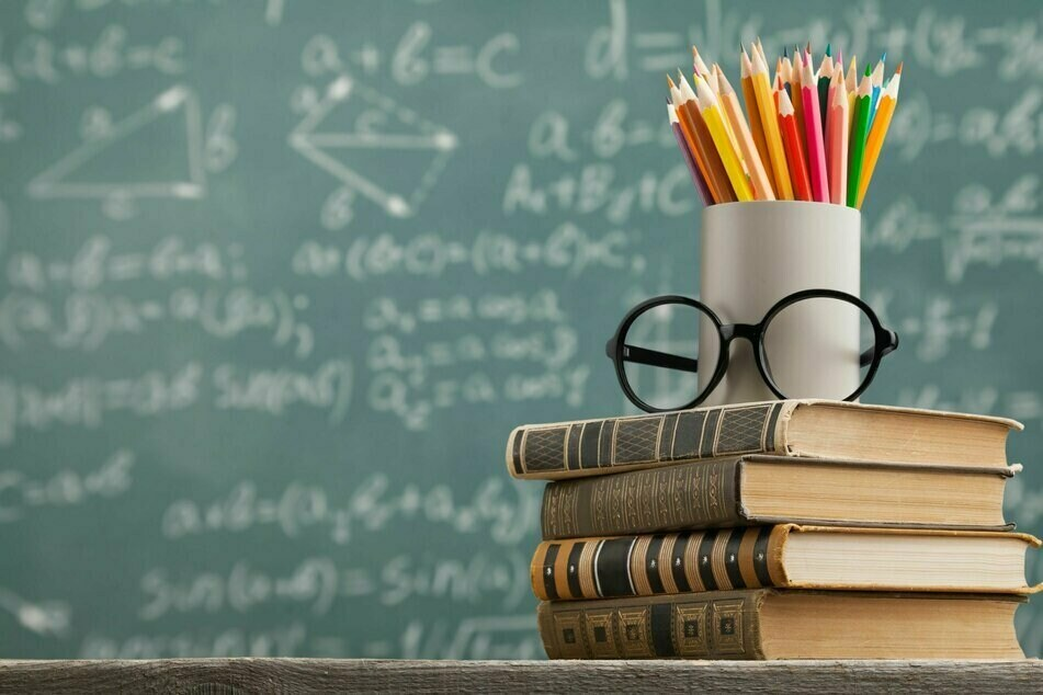 Zwei Mal pro Woche sollen sich künftig Mitarbeitende in Schulen und Kitas testen lassen. (Symbolbild)