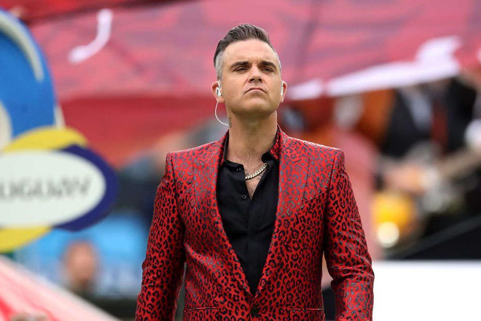 """Bei der Eröffnungsfeier """"rutschte"""" Robbie Williams der Finger aus."""