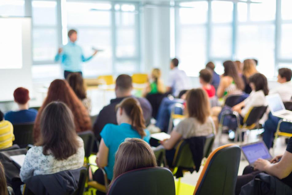 Nach Vogelplage in Schule: Unterricht findet wieder statt